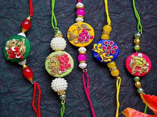 अपने भाई की कलाई की शोभा बढ़ाएं, खरीदें ये रंग बिरंगी Rakhi Set