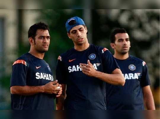 MS Dhoni and Ashish Nehra Team India