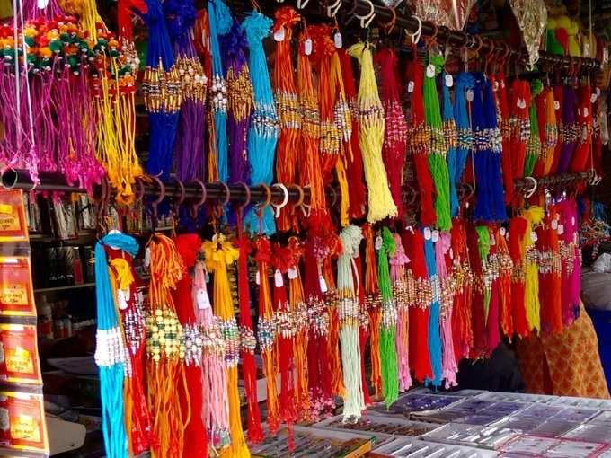 Rakhi Colour According Zodiac Signs रक्षाबंधन: राशींनुसार बंधुंना बांधा या रंगाची राखी; नाते होईल घट्ट