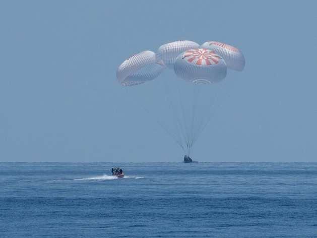 SpaceX Splashdown: 2 एस्ट्रोनॉट को लेकर लौटा SpaceX ड्रैगन, 45 साल बाद समुद्र में हुई लैंडिंग
