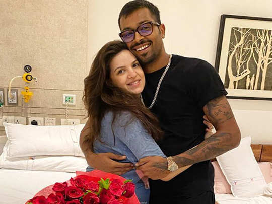 hardik pandya gifted a bouquet of roses to his wife natasa stankovic after giving birth to his son