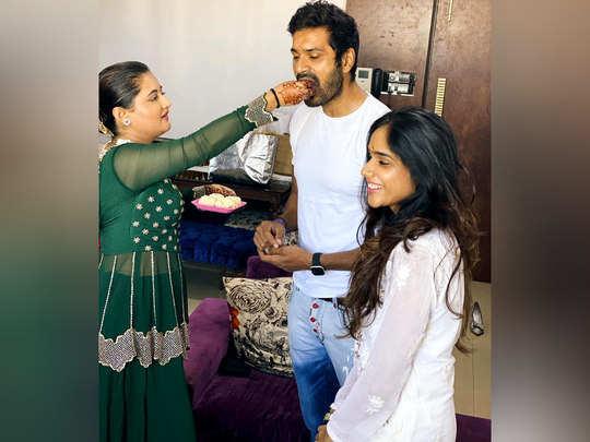 rashami desai ties rakhi to mrunal jain on the occasion of rakshabandhan see photos