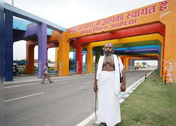 'सरयू जी के घाट पर, भई संतन की भीड़'