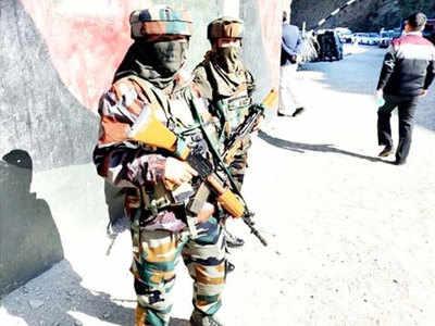 कश्मीर में तैनात महिला जवान