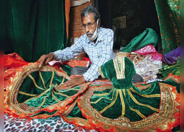 अब दुलहन सी सज गई अयोध्या, रामलला की खास पोशाक