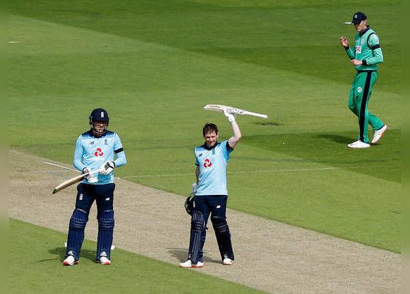 इंग्लैंड का 328 रन का विशाल स्कोर