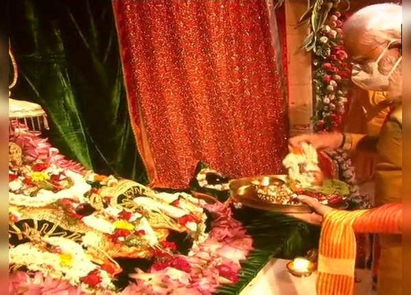 भगवान राम की पूजा करते पीएम मोदी