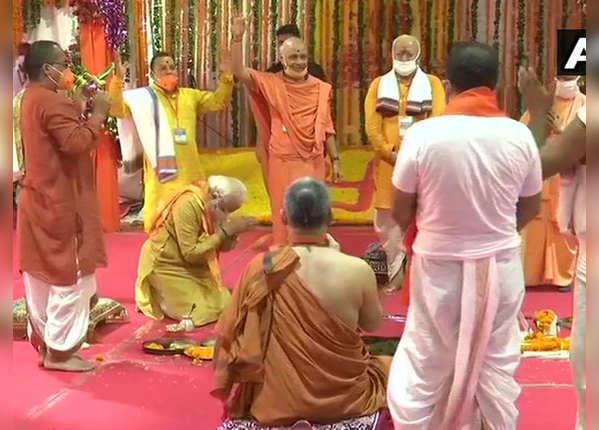 पीएम मोदी ने राम मंदिर के नींव की ईंट रखी