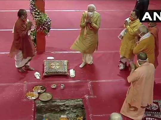 पीएम मोदी ने रखी मंदिर की नींव