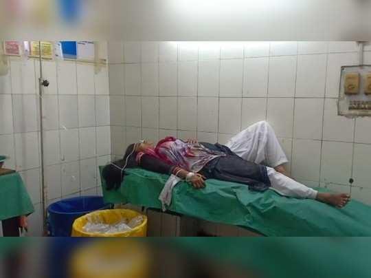 पति की मृत्यु कोरोना से, महिला ने तीन बेटियों समेत खाया जहर, अस्पताल में भर्ती