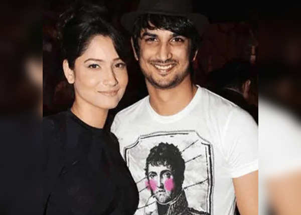 Ankita stands with Sushant's family