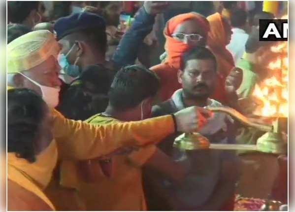 सरयू के तट पर RSS प्रमुख मोहन भागवत ने उतारी आरती