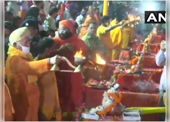 सरयू के तट पर RSS प्रमुख मोहन भागवत ने की पूजा-अर्चना
