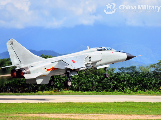 china sukhoi 30 fighter jet conducts mock south china sea bombing drills
