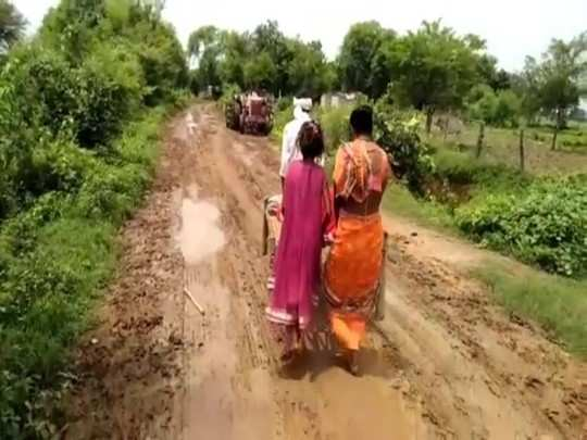 patient on cot ambulance: road has not been built in this village of rewa madhya pradesh for 55 years, see the pictures