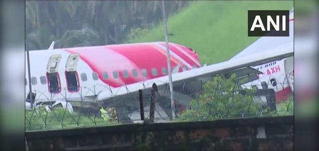 kerala plane crash: 18 मौतें, प्लेन क्रैश के बाद केरल के कोझिकोड एयरपोर्ट का मंजर