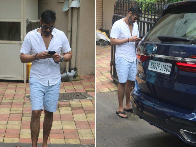 कॉटन शॉर्ट्स और शर्ट में नजर आए अजय देवगन, साथ दिखी उनकी नई BMW कार