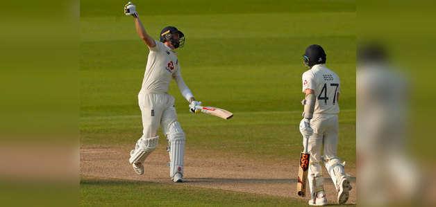 इंग्लैंड vs पाकिस्तान: वॉक्स-बटलर ने निकाला पाक का दम