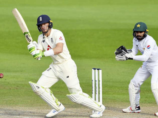 मैनचेस्टर टेस्ट में शॉट खेलते जॉस बटलर