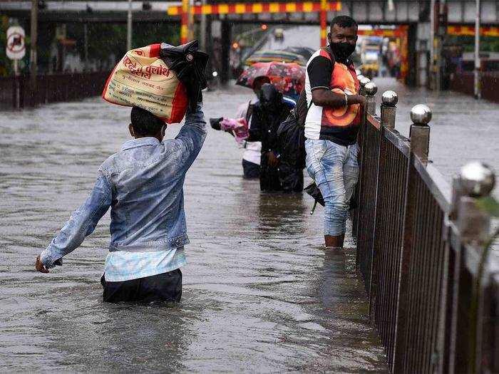 Heavy Monsoon rain warning for maharashtra, karnataka, uttar pradesh and  other states : मॉनसून के दूसरे दौर में झमाझम बारिश, महाराष्ट्र, कर्नाटक  समेत इन राज्यों के लिए चेतावनी ...