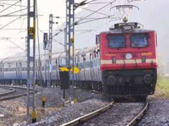 देश में 22 मार्च से पैसेंजर ट्रेनों और मेल/एक्सप्रेस ट्रेनों का परिचालन बंद हैं।