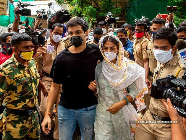 ईडी की जांच में सहयोग नहीं कर रही हैं रिया चक्रवर्ती और उनका परिवार