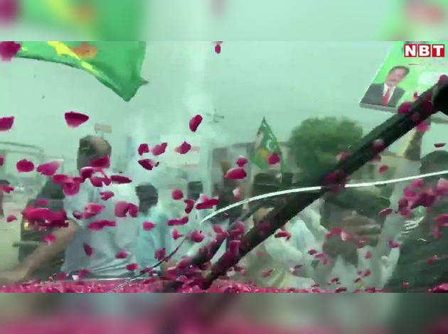 नवाज शरीफ की बेटी पर पाकिस्तानी पुलिस ने बरसाए पत्थर