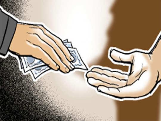 bribe : आरोपींना अटक करणार नाही, सहायक पोलीस निरीक्षकाने मागितली ५ लाखांची लाच (प्रातिनिधिक फोटो)