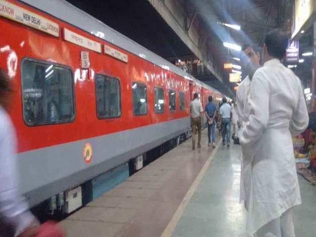 ट्रेनों के बदबूदार टॉयलेट से मिलेगी निजात, सभी ट्रेनों में लगेंगे हवाई जहाज की तरह टॉयलेट