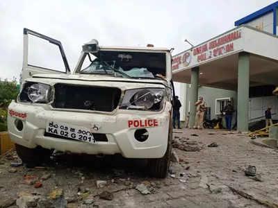 बेंगलुरु में कई वाहनों को हुआ नुकसान