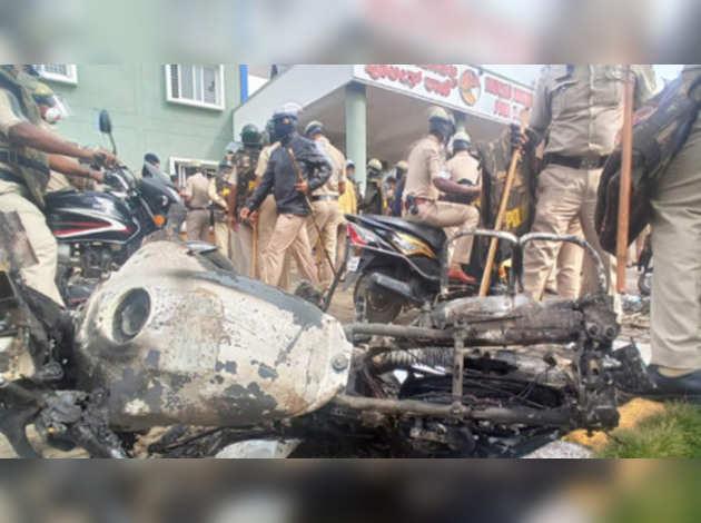 बेंगलुरु हिंसा: दंगाइयों की संपत्ति जब्त हो, BJP सांसद ने कर्नाटक के CM येदियुरप्पा से किया अनुरोध