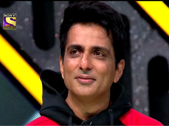 sonu sood cries on indias best dancer stage as contestants pay tribute to him and show plight of migrant workers