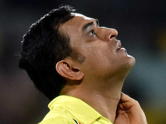 ms dhoni trending on twitter as he tested for covid 19 negative ahead of ipl 2020