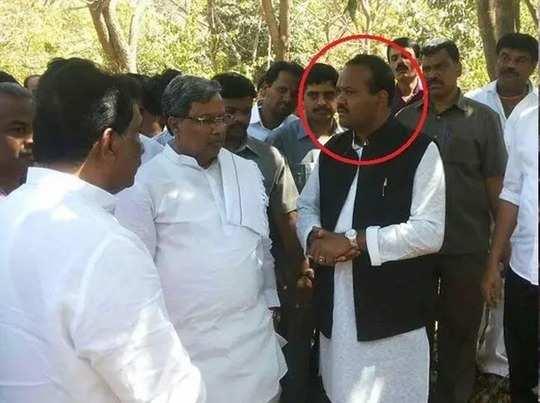 कांग्रेस नेता का करीबी कलीम पाशा (लाल घेरे में)