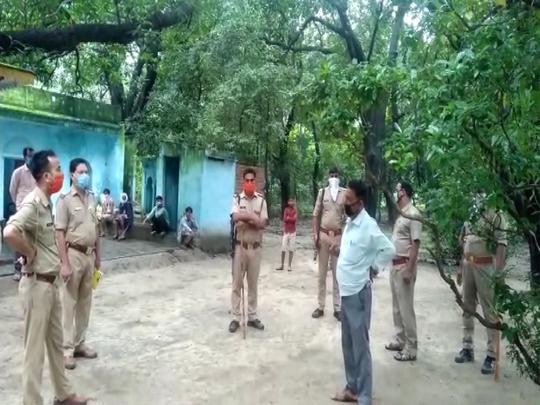 Shahjahanpur news: मंदिर के दरवाजे खुले तो लटका मिला पुजारी का शव, जांच जुटी पुलिस