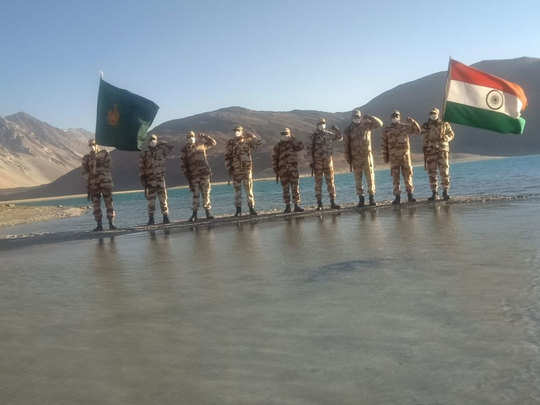 independence day 2020: itbp jawans celebrate on banks of pangong tso lake 17000 feet in ladakh