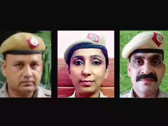 मनीष कुमार (लेफ्ट) सुनीता मान (बीच में) जीतेन्द्र (राइट)