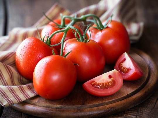 natural skin care routine homemade tomato face pack for oily skin in marathi