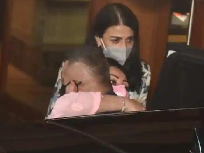 sanjay dutt leaves for hospital and joined by wife maanayata dutt and sisters priya dutt namrata dutt photos