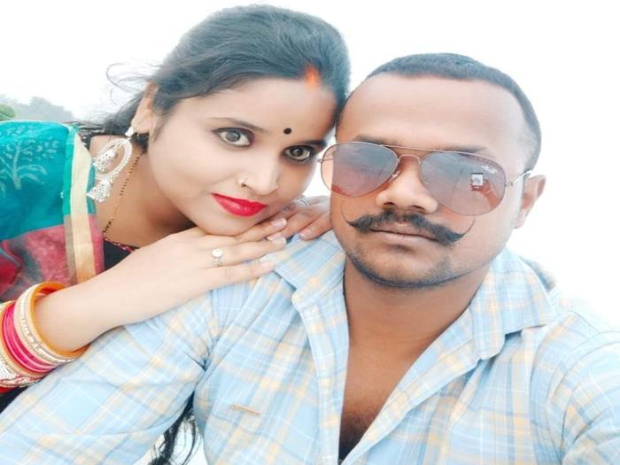 रवि सिंह और उनकी पत्नी (फाइल फोटो)