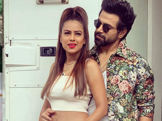 khatron ke khiladi nia sharma dances with rithvik dhanjani watch funny video and photos