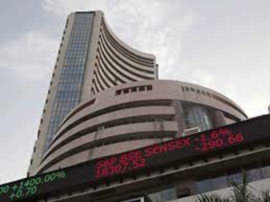 लगातार तीन दिन की तेजी के बाद गुरुवार को शेयर बाजार में गिरावट आई।