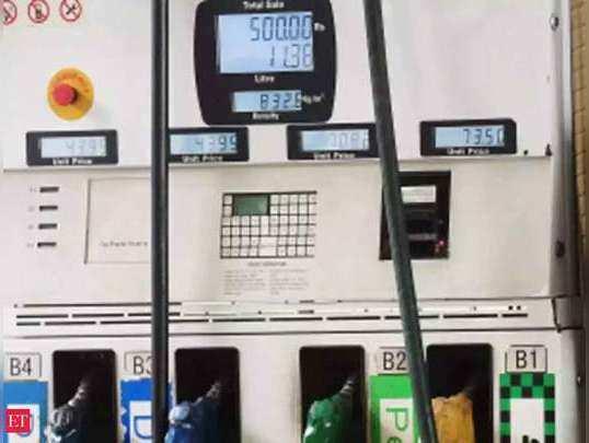 पेट्र्रोल की कीमतों में फिर लगी आग (File Photo)
