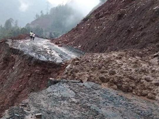 भूस्खलन के बाद जम्मू-श्रीनगर हाइवे बंद