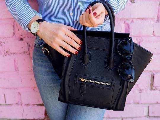 Womens Fashion : स्टाइलिश और ट्रेंडी Women Handbags पर Amazon दे रहा है खास ऑफर