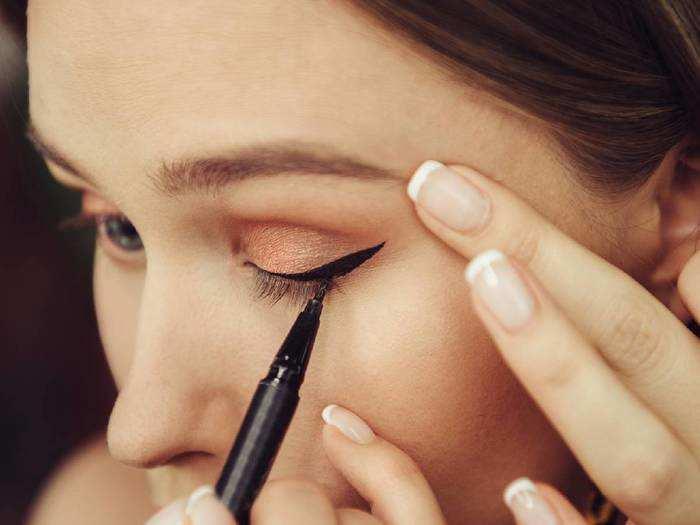 आंखों की खूबसूरती बढ़ाने के लिए लगाएं ये Eye Liner, डिस्काउंट पर खरीदें Amazon से