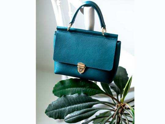 Sale on Amazon : Women Handbags पर Amazon दे रहा है 60% से ऊपर तक की छूट, जल्दी करें