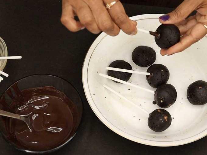 लॉलीपॉपसारखे चॉकलेट पॉप्स
