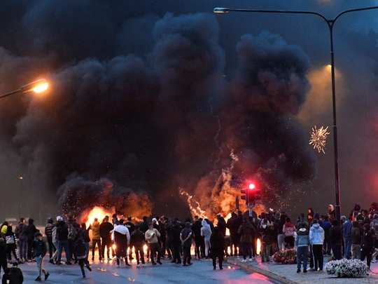 why violent sweden riots broken out in malmo and who is stram kurs leader rasmus paludan
