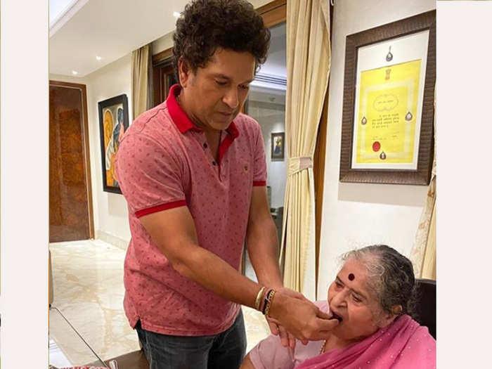 sachin tendulkar with mother